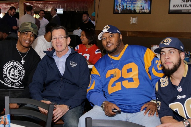 Last Sunday Governor Dan Malloy visited a crowded Roma Sport Bar & Grill filled with football fans. (Gerratana photo)